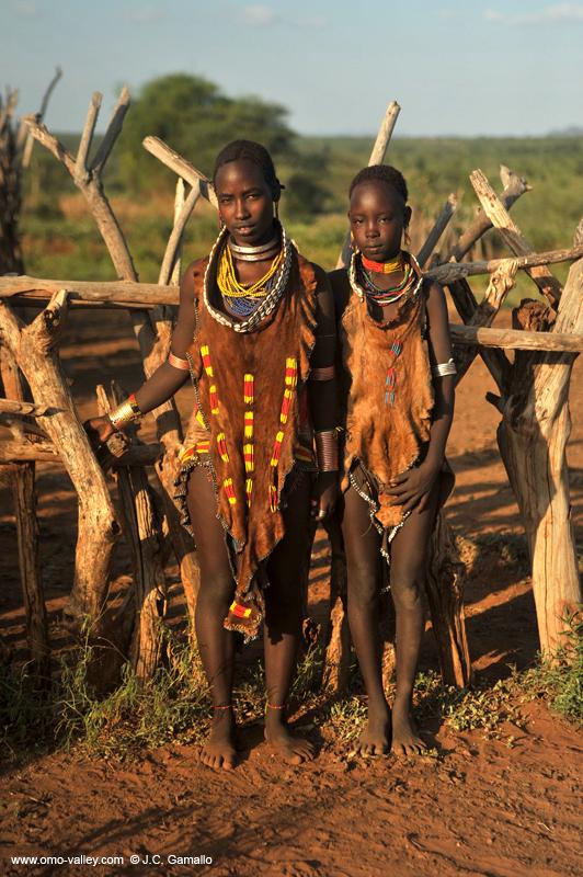 Mujer de la tribu africana Surma con gran placa de reborde