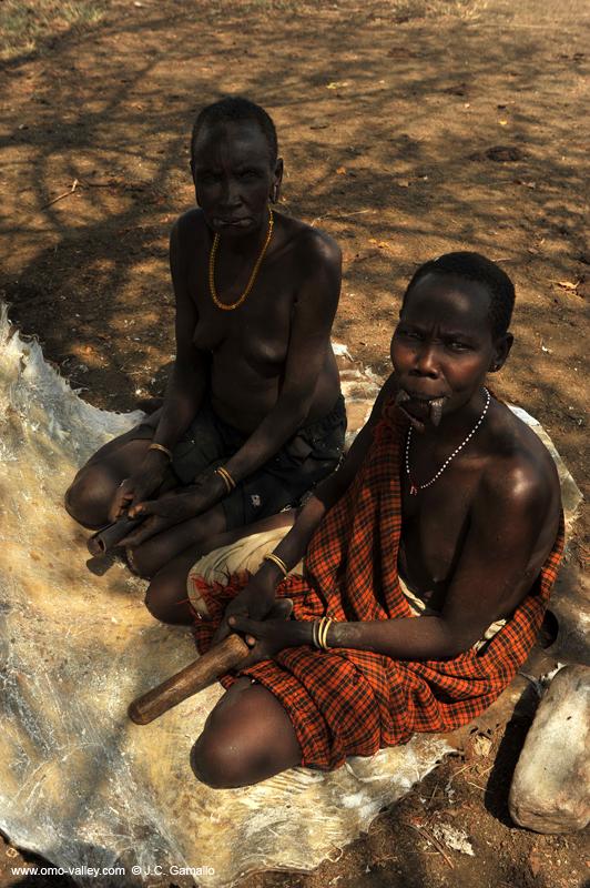 Gente Del Valle De Omo - Hombre Pintado Mursi Imagen de