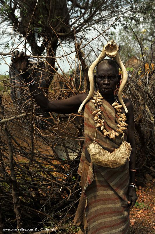 Mujer Mursi en el valle Omo de Etiopía — Foto de stock